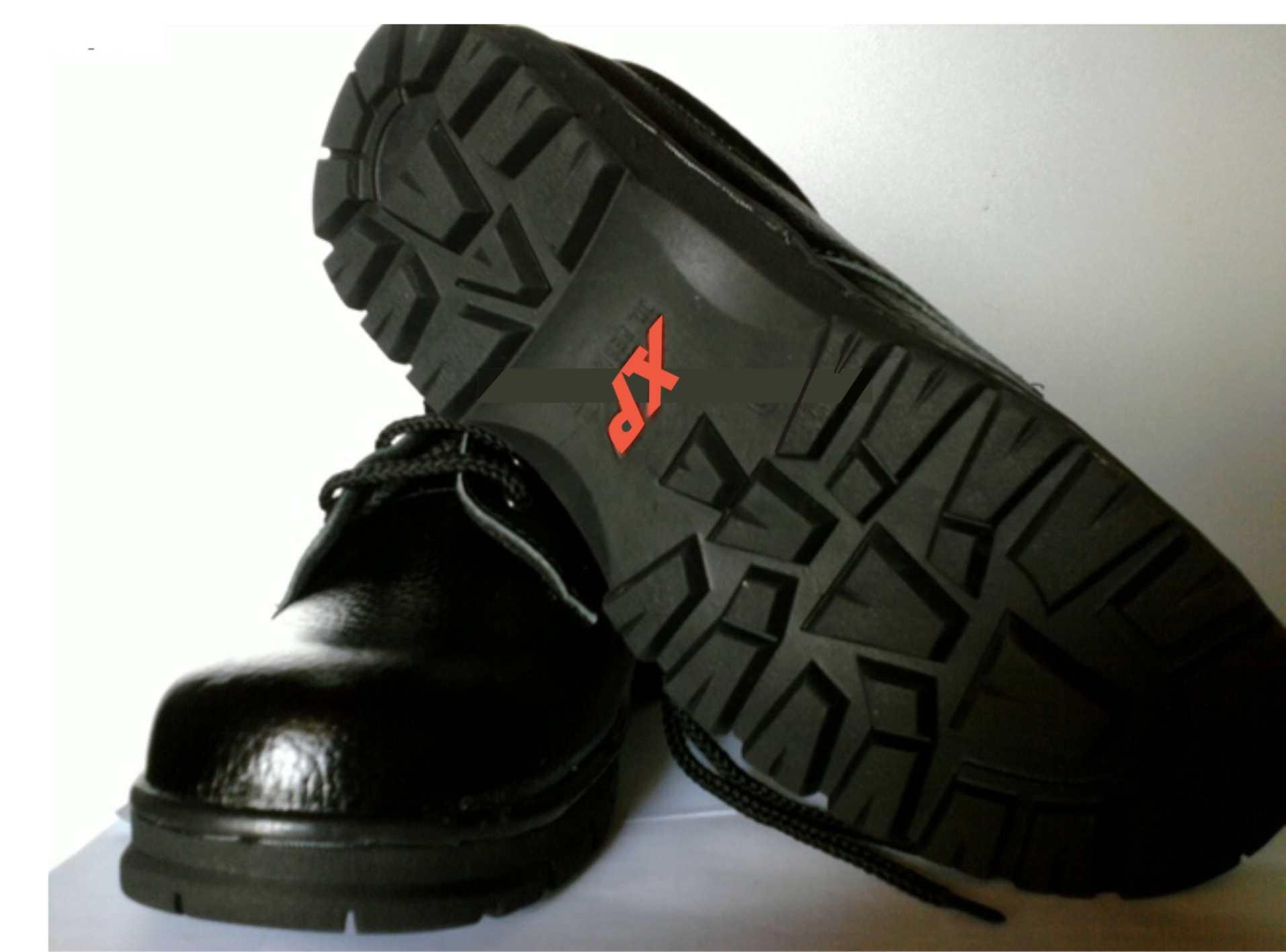 Kết quả hình ảnh cho Giày bảo hộ XP đế đỏ